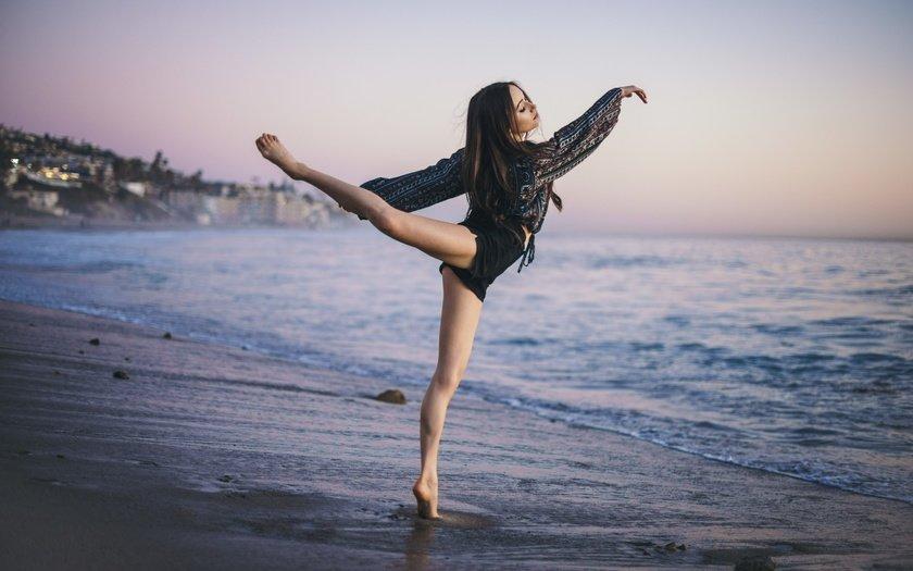 Картинка девушки которая танцует