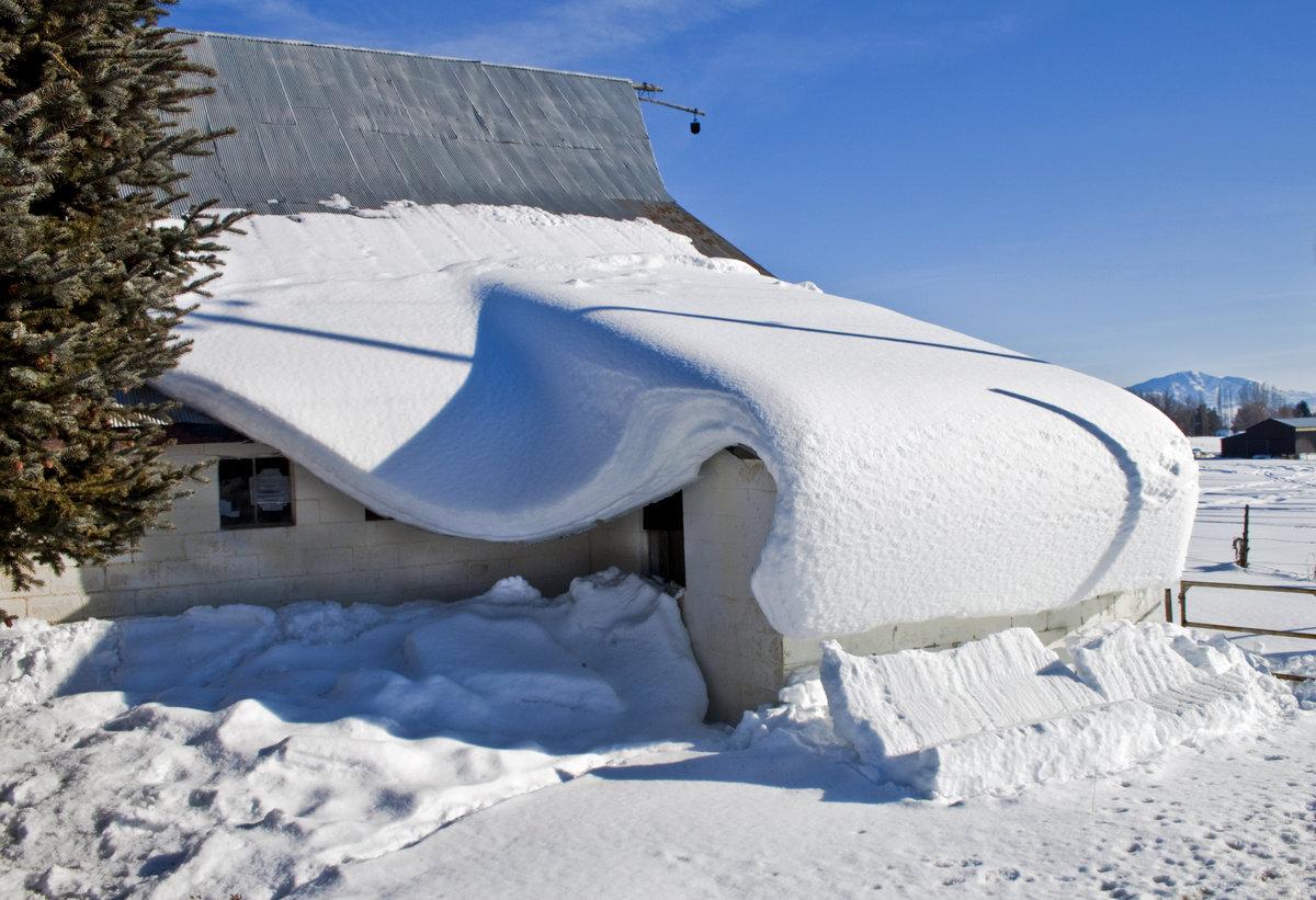 картинки крыши в снегу уже