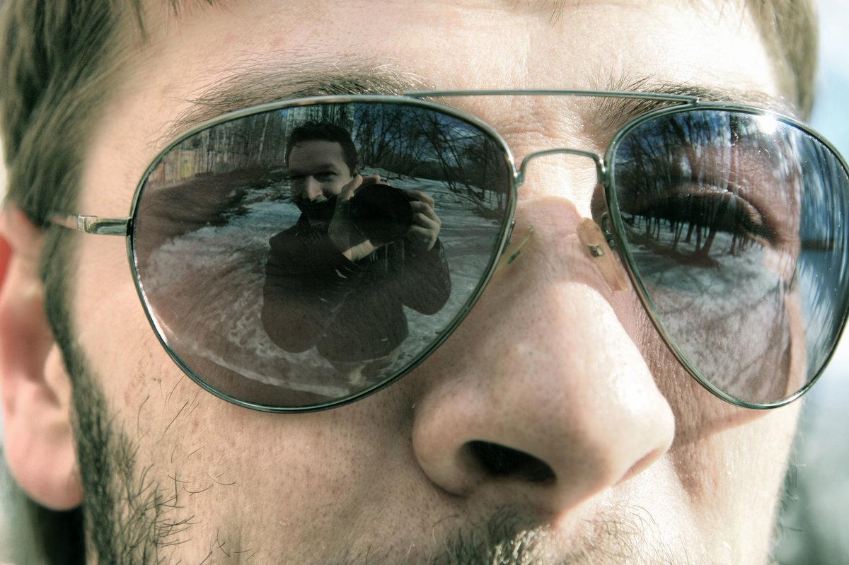течение фото с отражением в очках с компа случаи