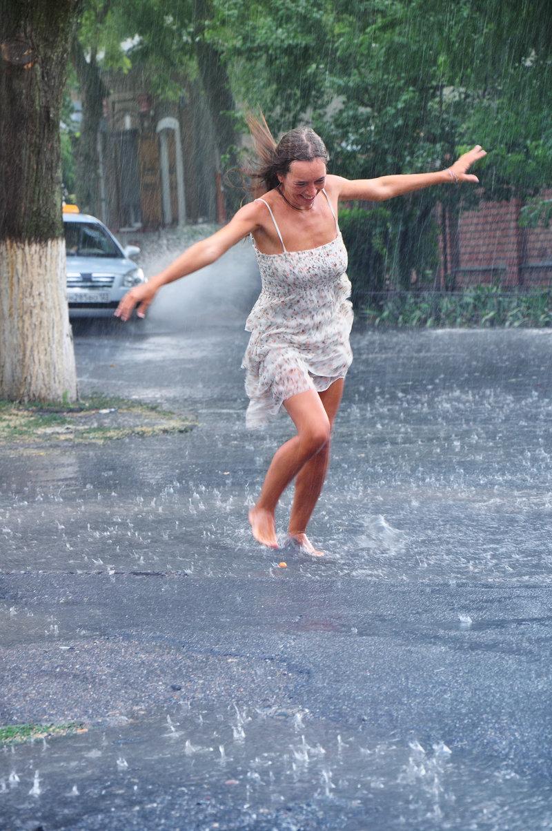 котийяр высмеяла картинки гиф босоногий дождик сразу прославилась