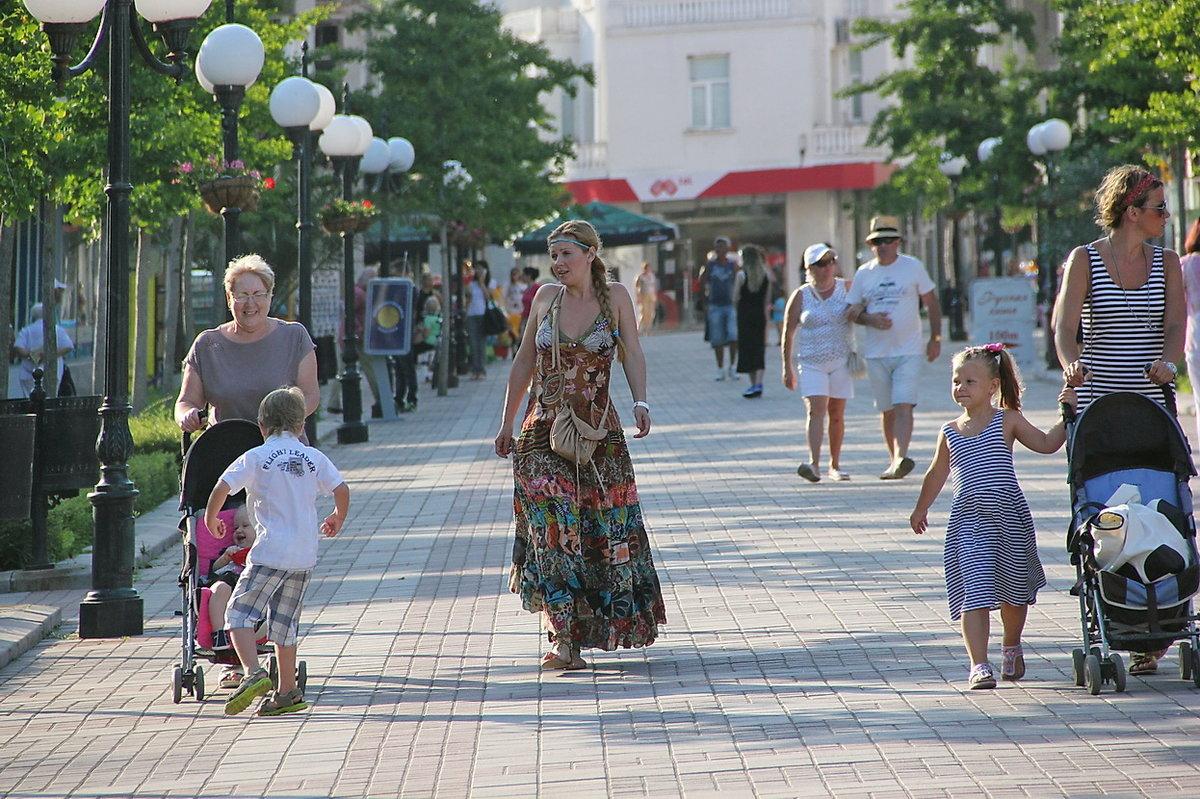 фото людей в городе летом все, чего она