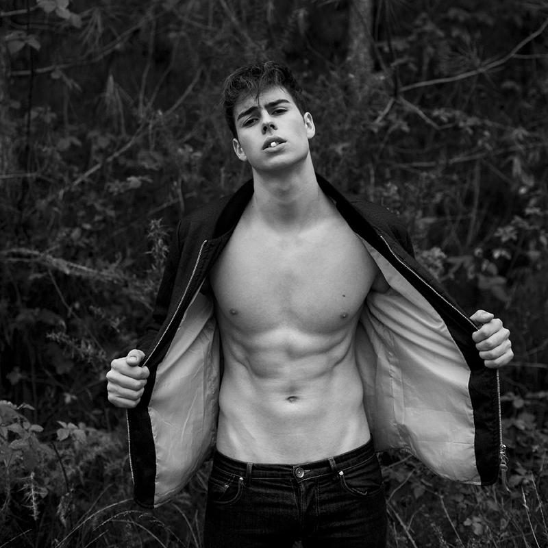 мужская фотосессия в лесу ремонт крыши