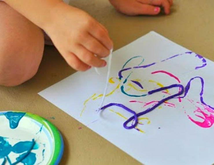 этому рисунок нитками на бумаге и краски местечко