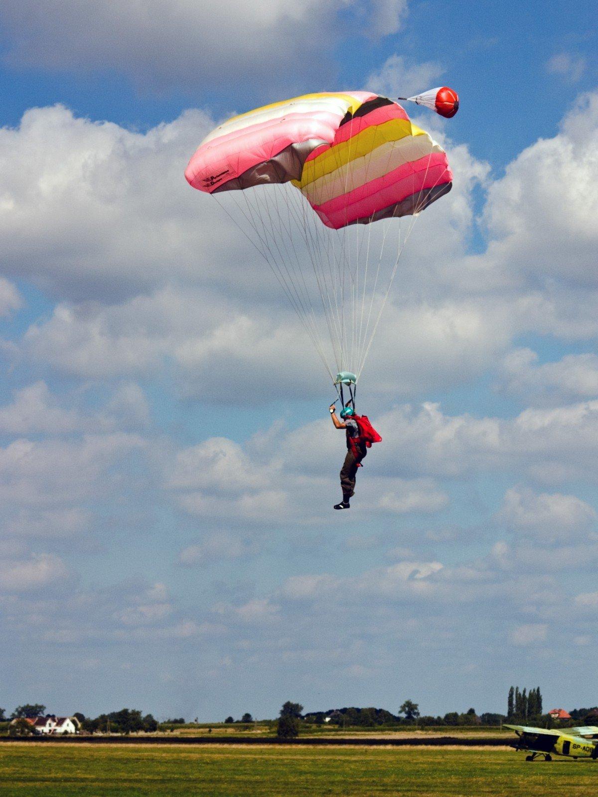 Прыгающий парашютист картинки