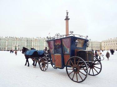 бричка зимняя с лошадьми