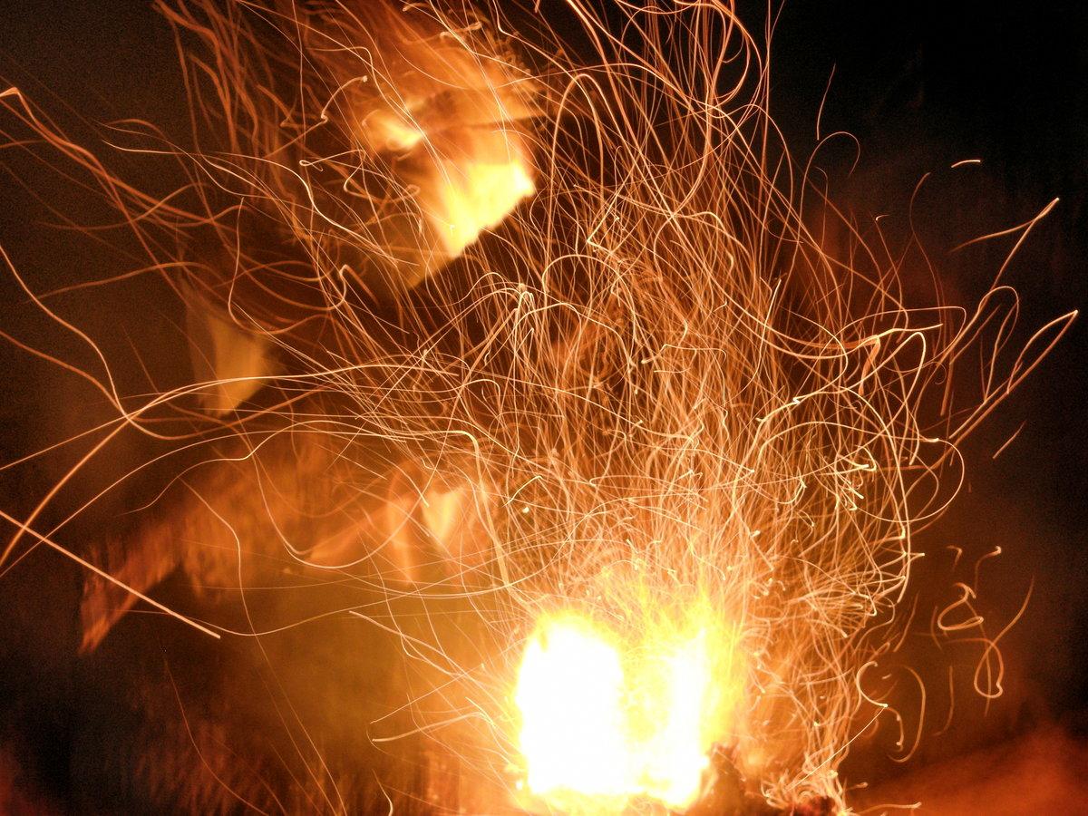 стоит картинки огонь магия шторы бусин водопад