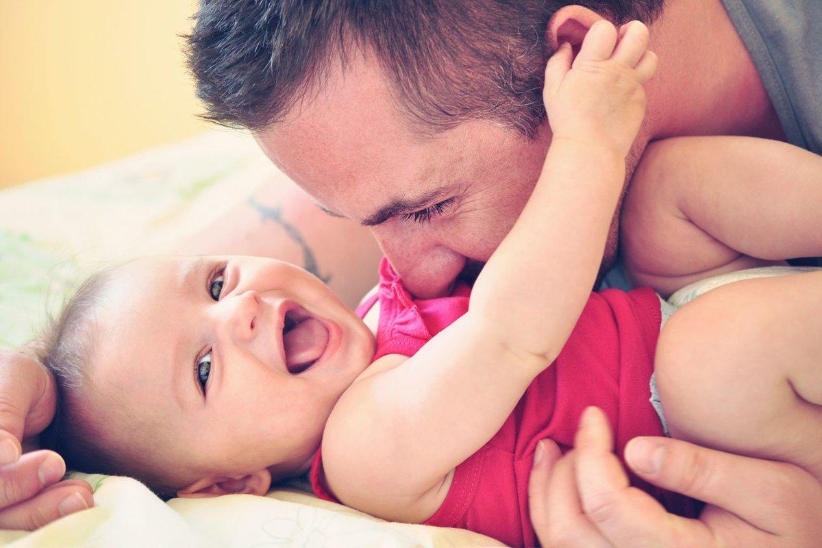 Картинки с новорожденным девочкой с папой, днем рождения открытка