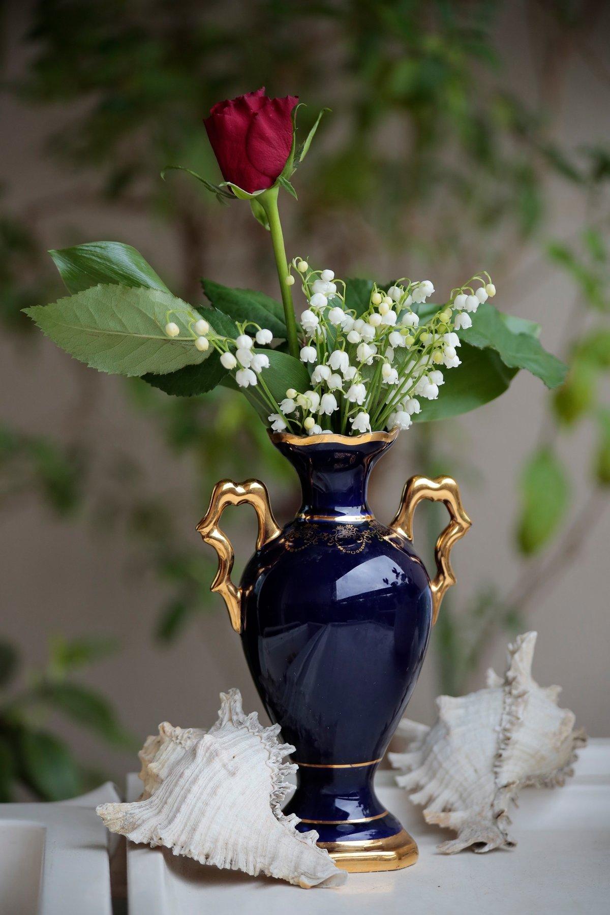 Фото с цветами в вазе
