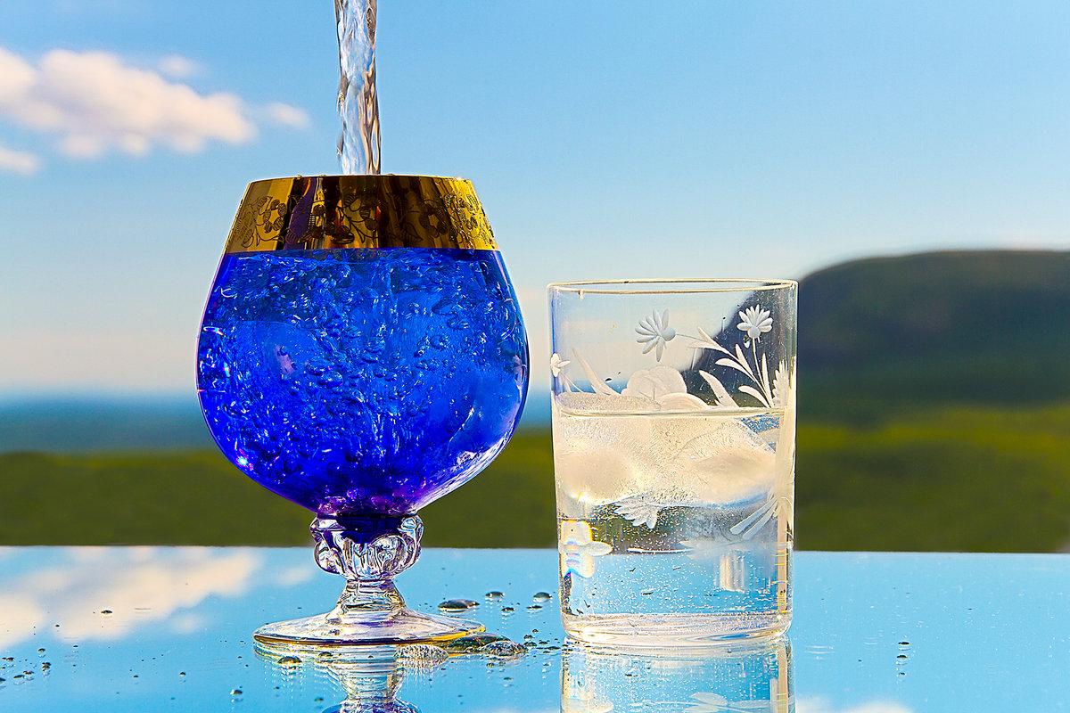 картинка вода переливается из стакана в стакан городе