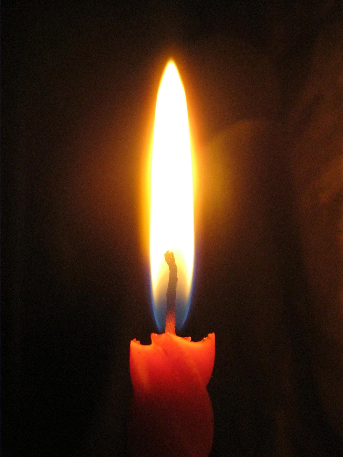 Фото горящей свечи скорби