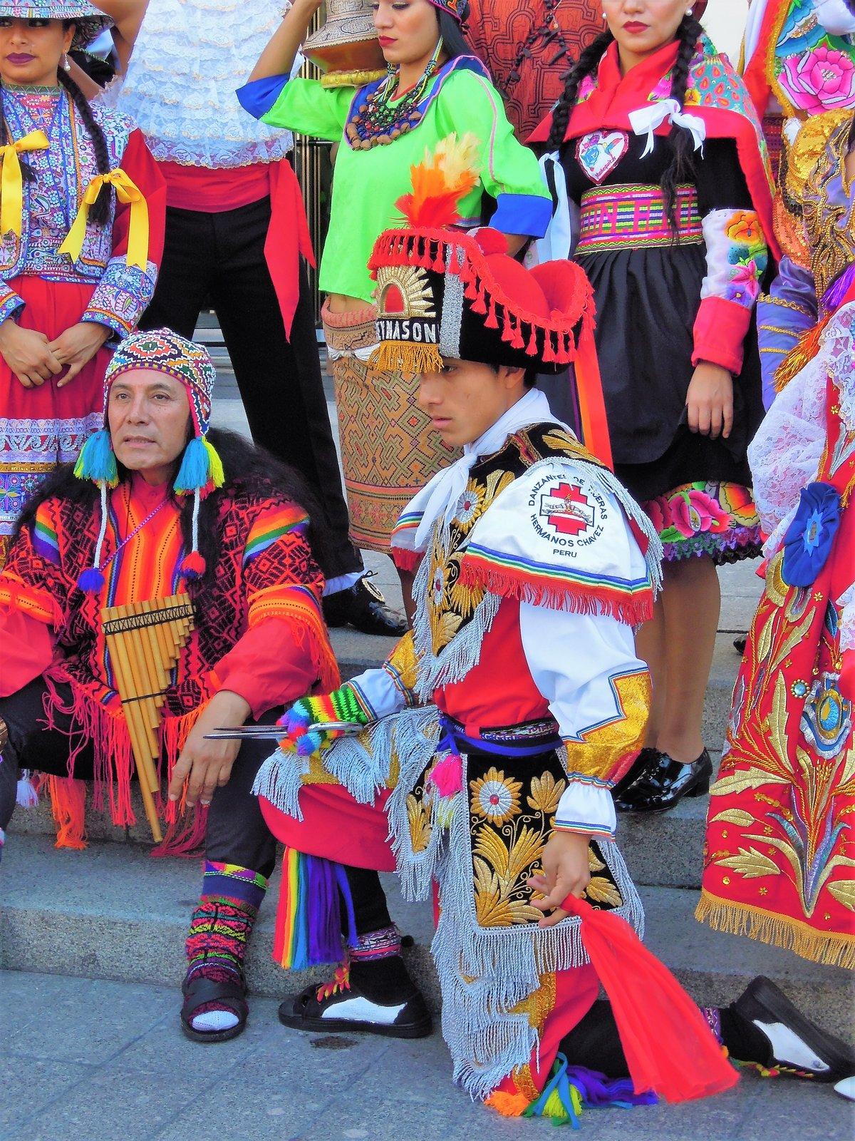 Оле-оле-оле!Перуанские болельщики на Манежной площади в Москве.