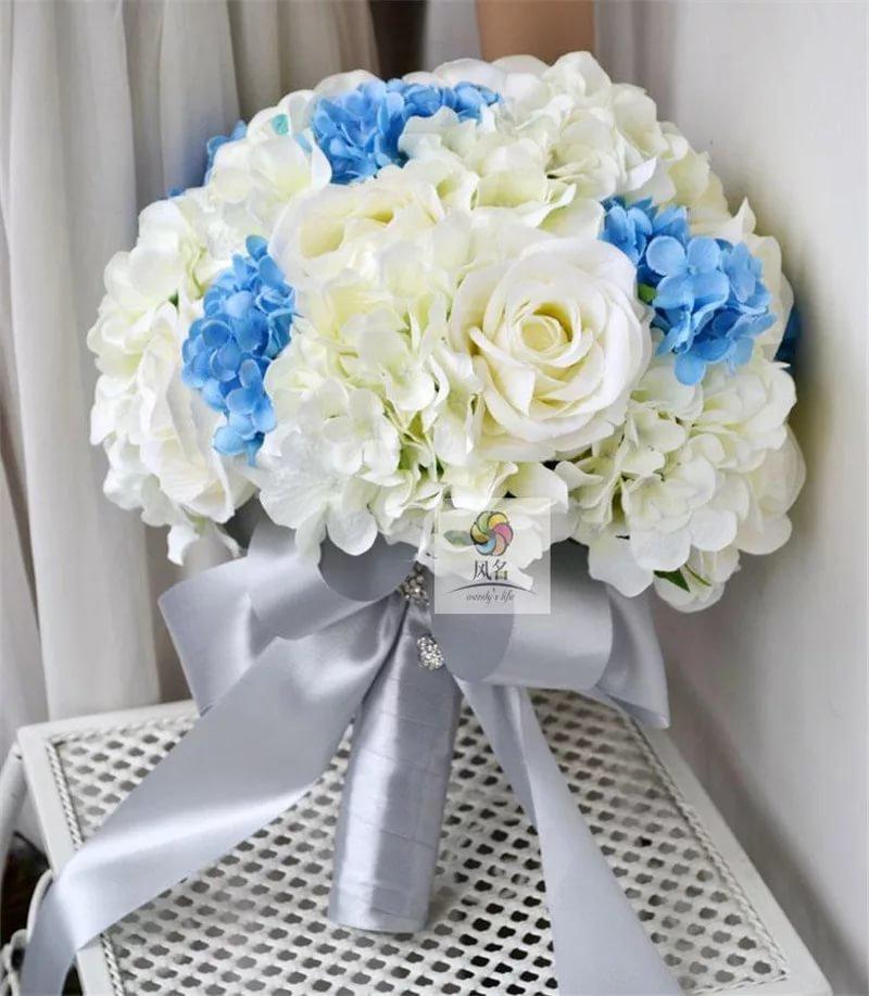 Свадебный букет бело - голубой, цветы