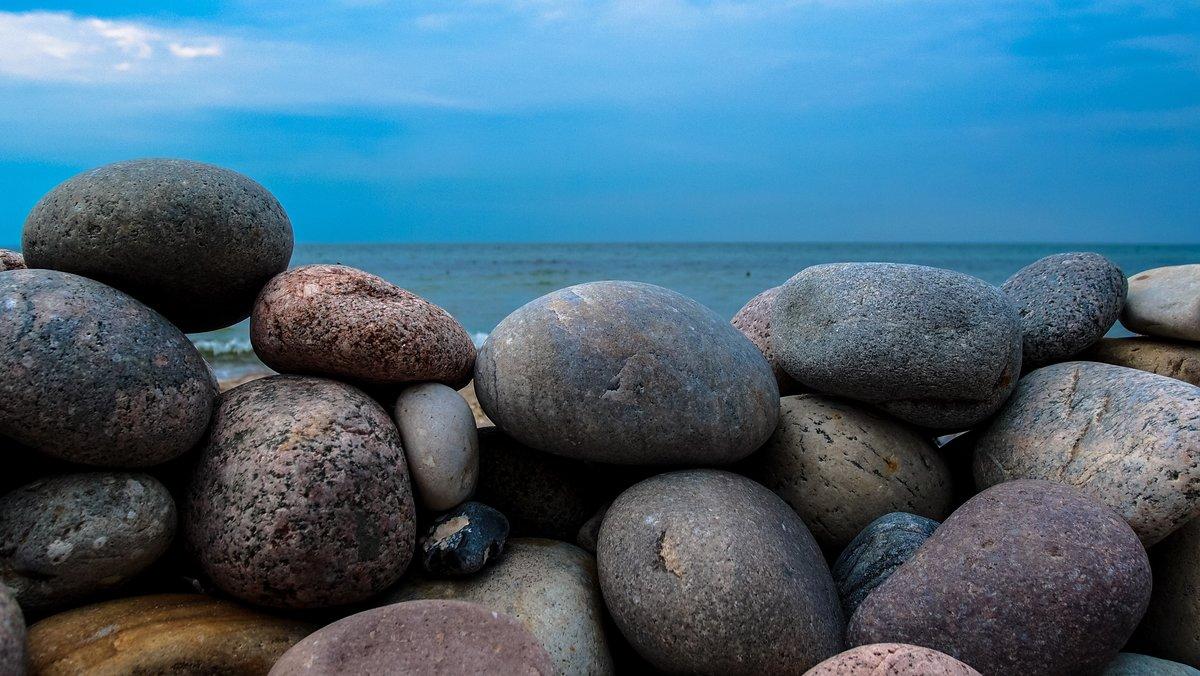 Картинки с морем на камнях