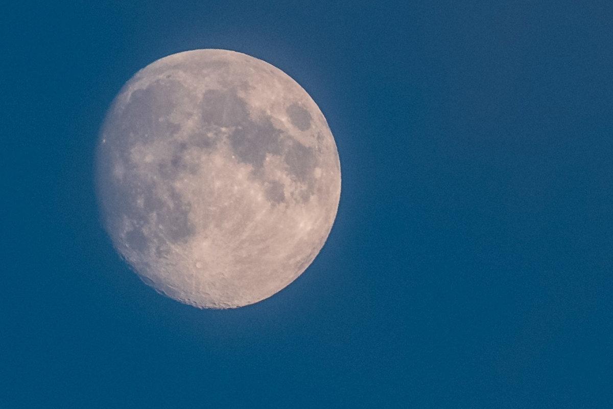 природная фото гигантской луны герпеса глазу это