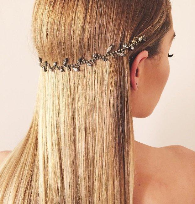 Особое место среди них занимают канзаши —японские традиционные украшения для волос.