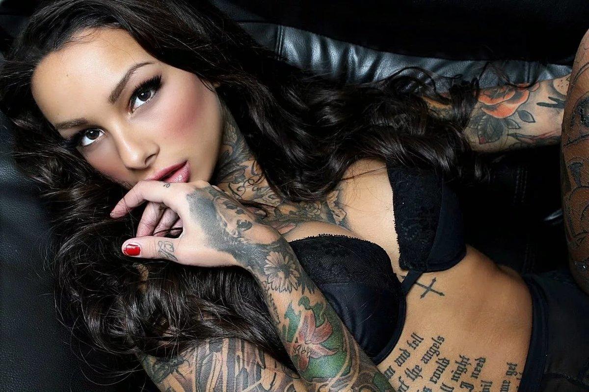 Фото красивых девушек с татуировкой, офигенно жестко трахнул в чулках