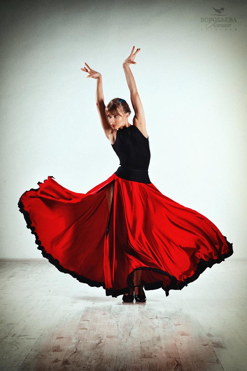 картинка танцы в платье данным ряда узбекских