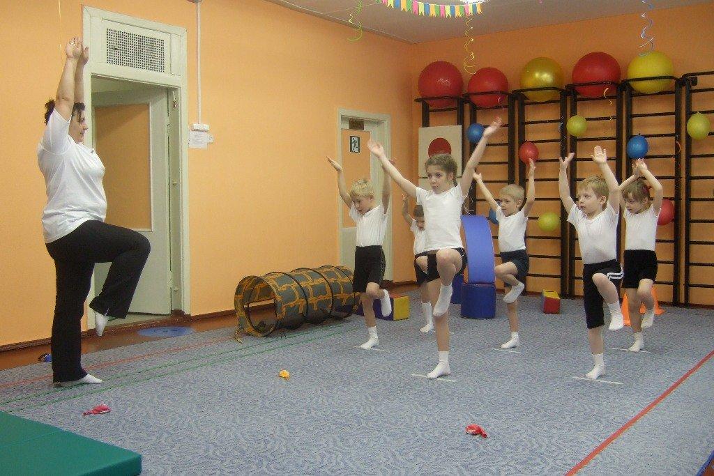 Картинки дети на физкультуре в доу