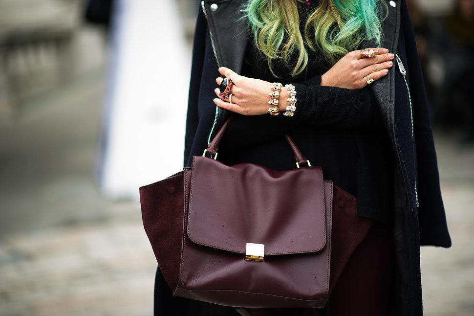 7c3bd2276e61 ... как Коричневый цвет – теплый, мягкий, универсальный, сумку такого цвета  можно носить, как