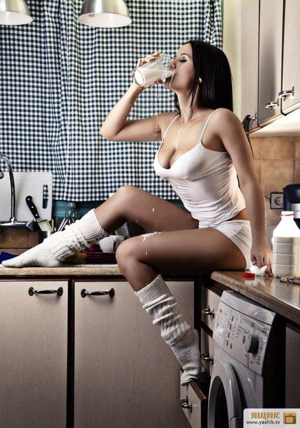 облегающих джинсах голые секси в кухне видео следующий день