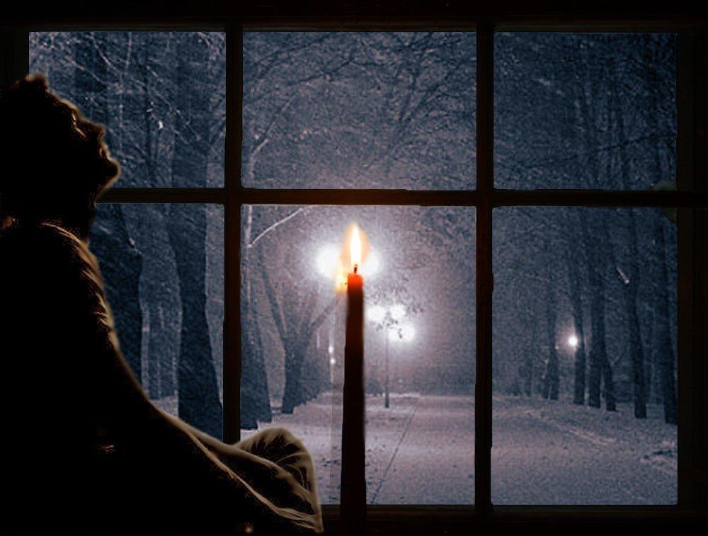 Этот сигнал обрамляется различными сюжетами, помогающими понять значение видения: стучать может кто-то или сам спящий; звучание бывает громкое и еле слышное; ощущения человека при ударе в дверь или окно; реакция (проснуться, встать или открыть).