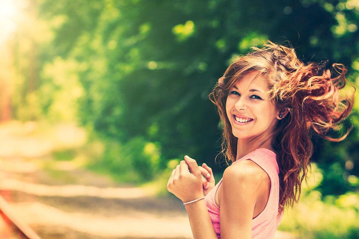 Вечерней, счастливая женщина картинки с надписями прикольные хорошее настроение