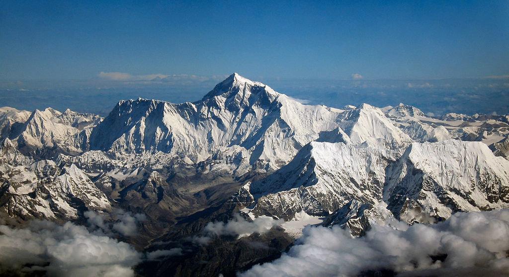 29 мая 1953 года впервые покорена Джомолунгма - высочайшая вершина на Земле
