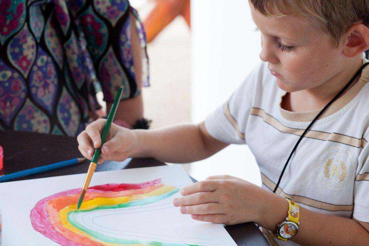 картинки рисующих малышей нас знает как