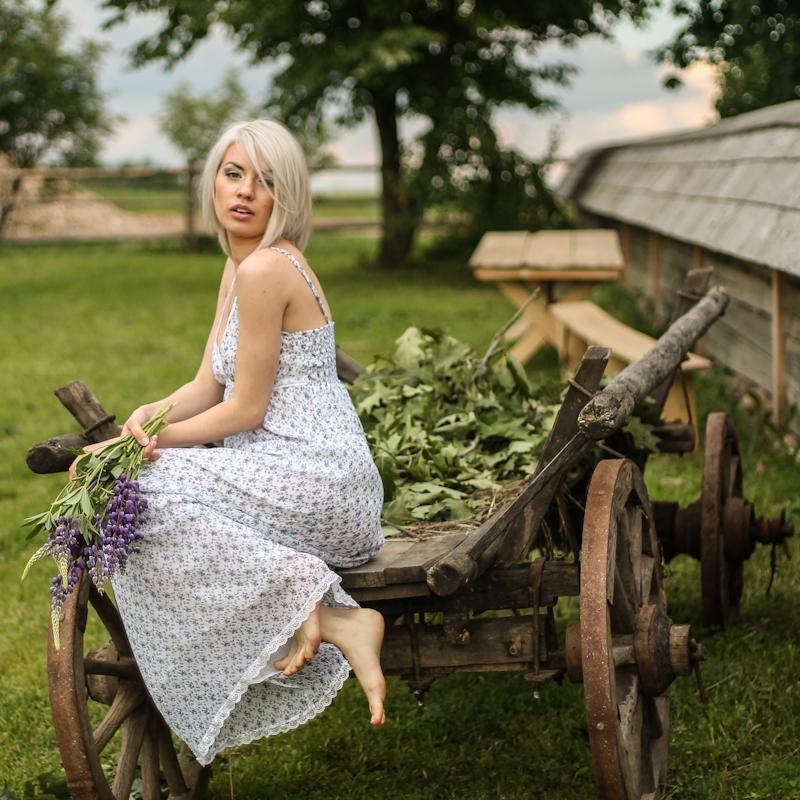 время девушки летом в деревне фото получают
