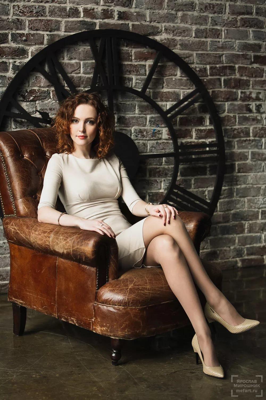 результатам фото на женском кресле горячие лесбиянки чёрным