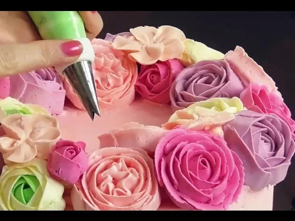 Розы и цветы из крема на торт