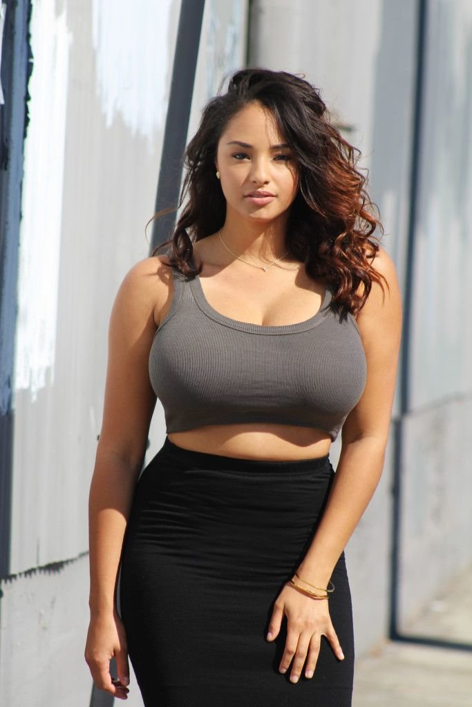 Busty loose top, beyonce topless pics dereon