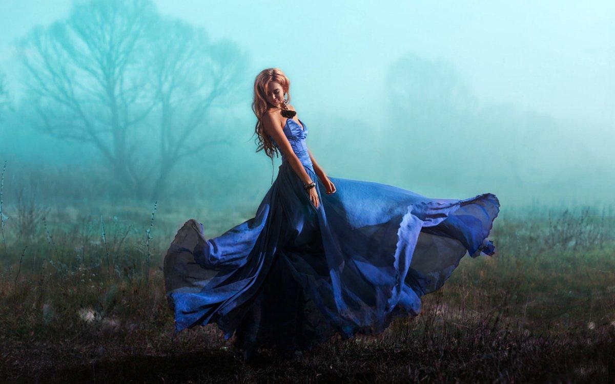 Картинки девушка в голубом платье
