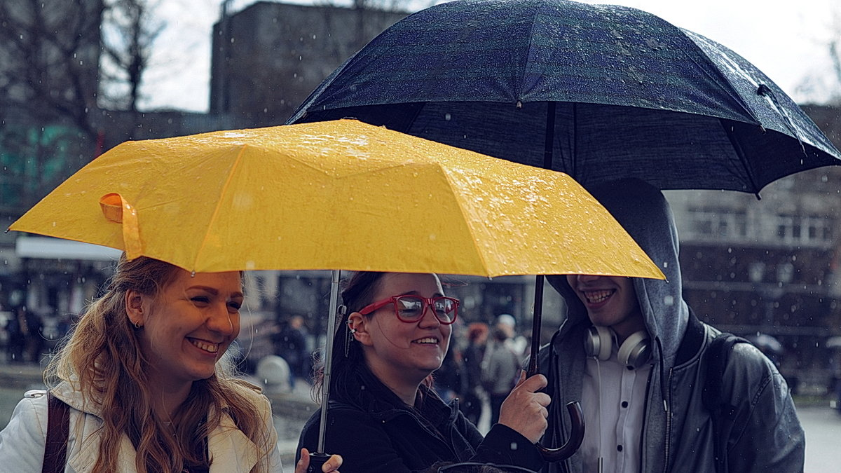 этом домике фото с желтым зонтом львович