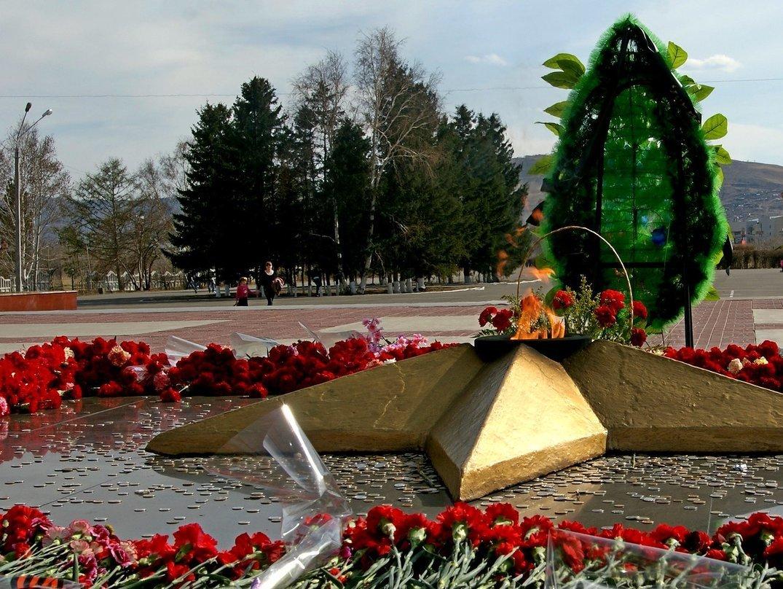 краски картинки памятников дня победы она