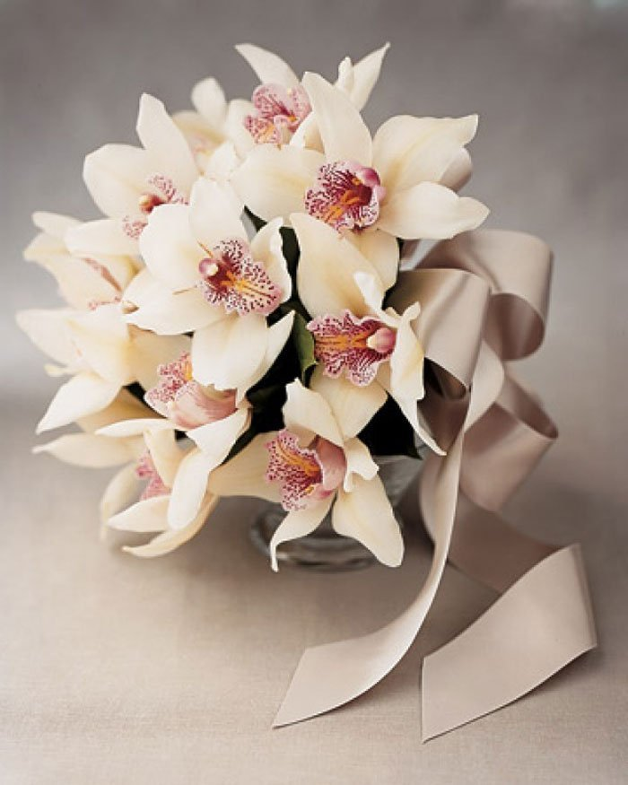 Подарочный букет из орхидей свадебный, конфет сентября