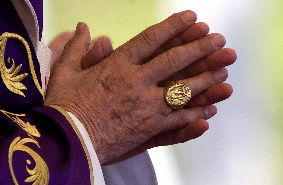 перстень папы римского фото пусть