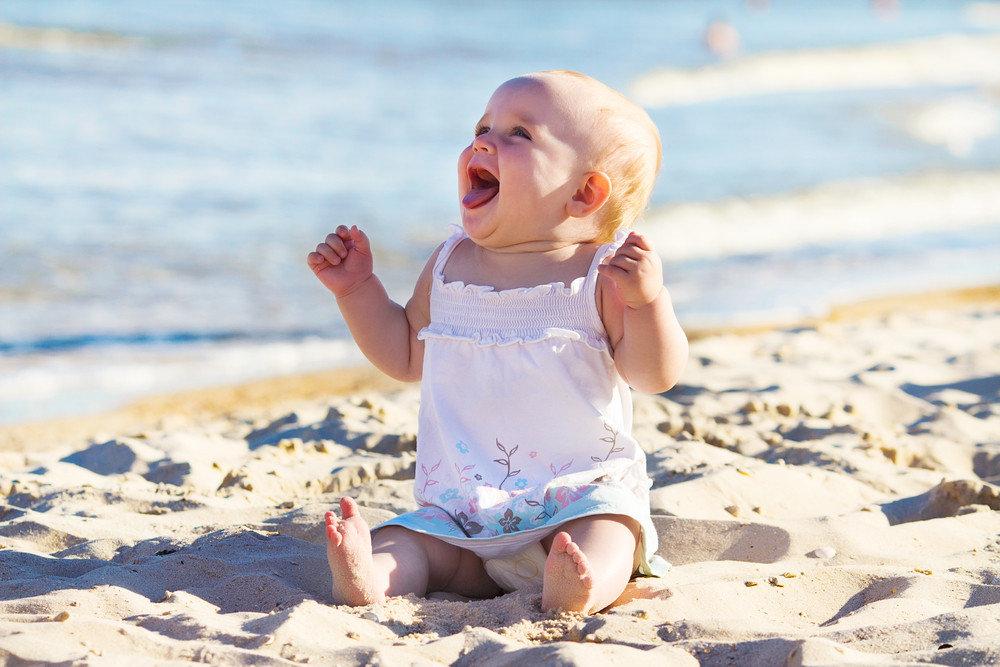 картинки с малышами на море зрение