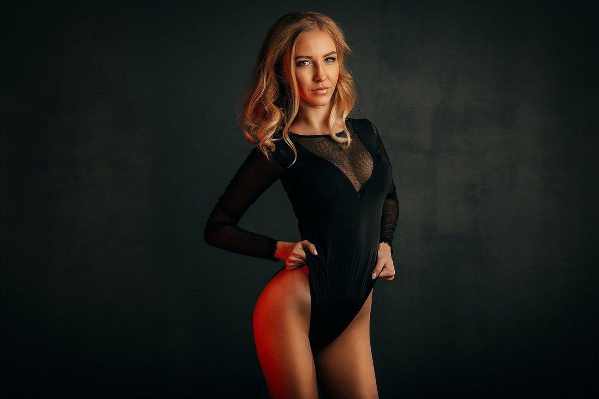 krupno-chastnoe-fotoset-devushki-v-bodi-samiy-luchshiy