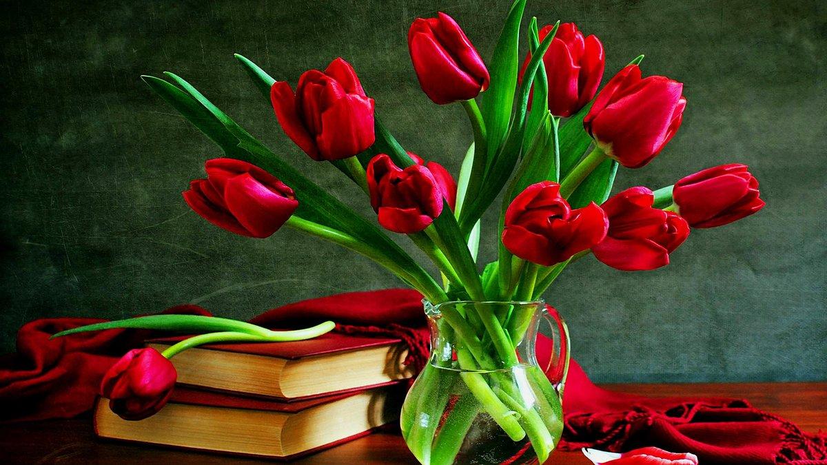 Сердечки люблю, открытка с красивым букетом тюльпанов