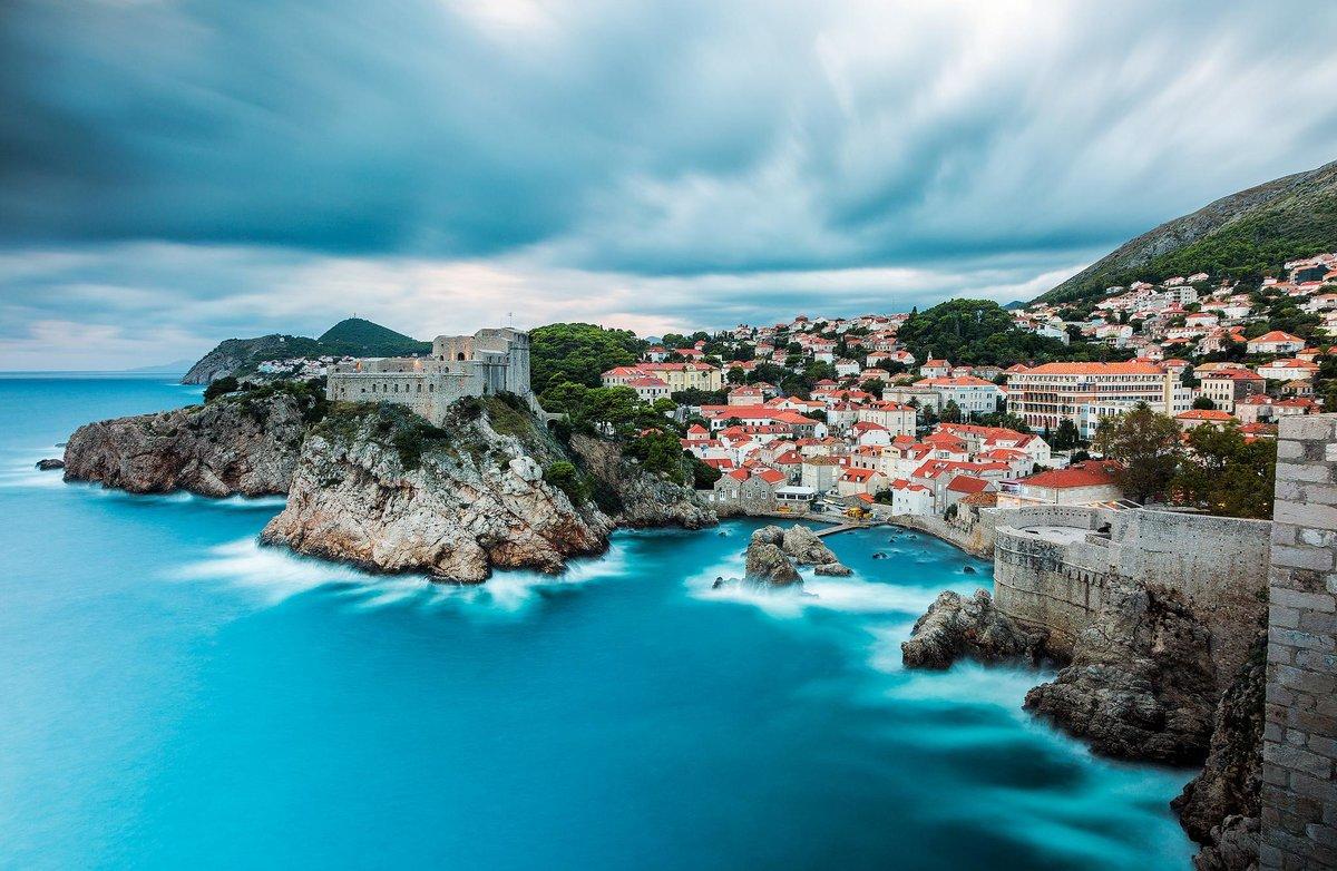 Знаменитый Дубровник на юге Хорватии ярок и красочен, хотя сильно пострадал в последней войне