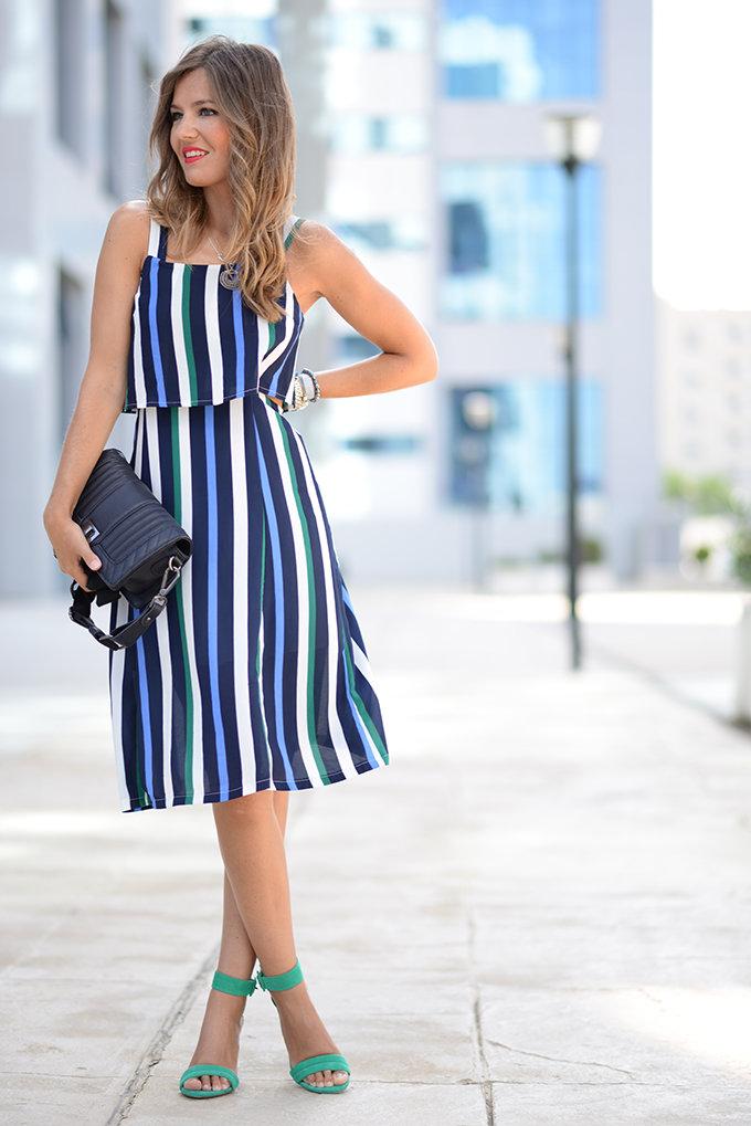 Полосатое платье с чем сочетать фото