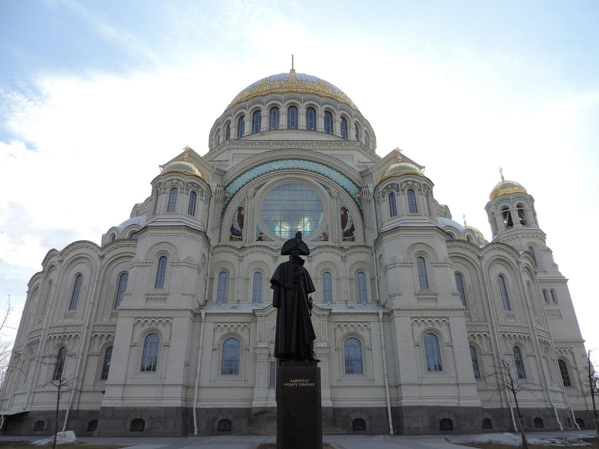 памятник ушакову в кронштадте фото красочные