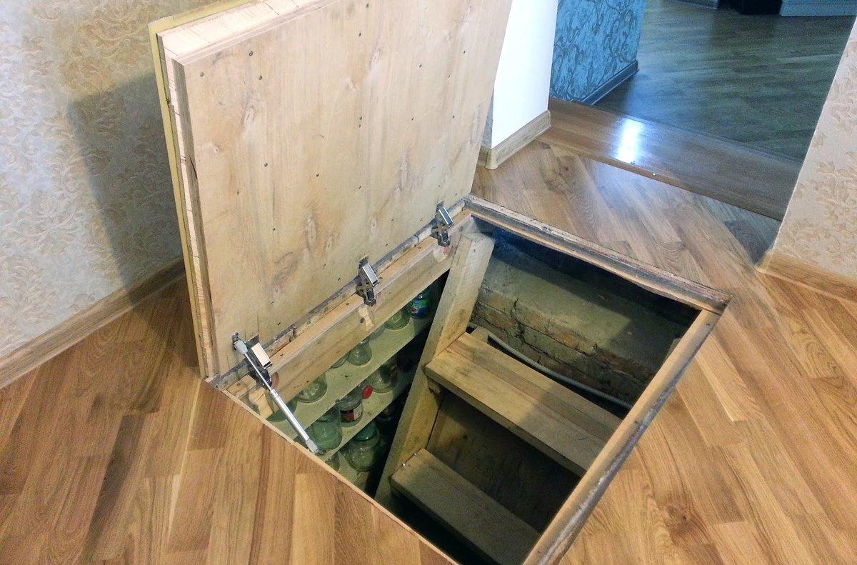 как сделать петли на люк в подвал