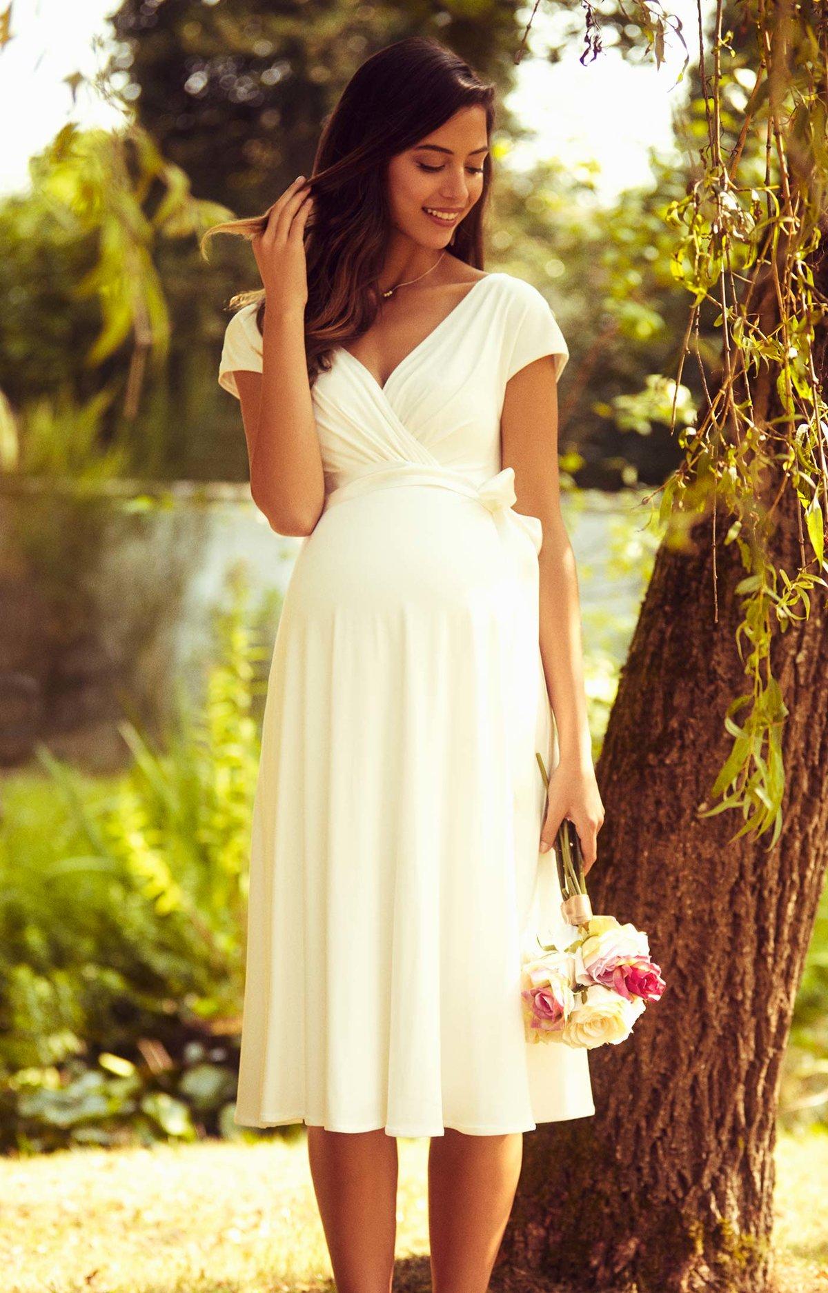 картинки платья летние на свадьбу стоит