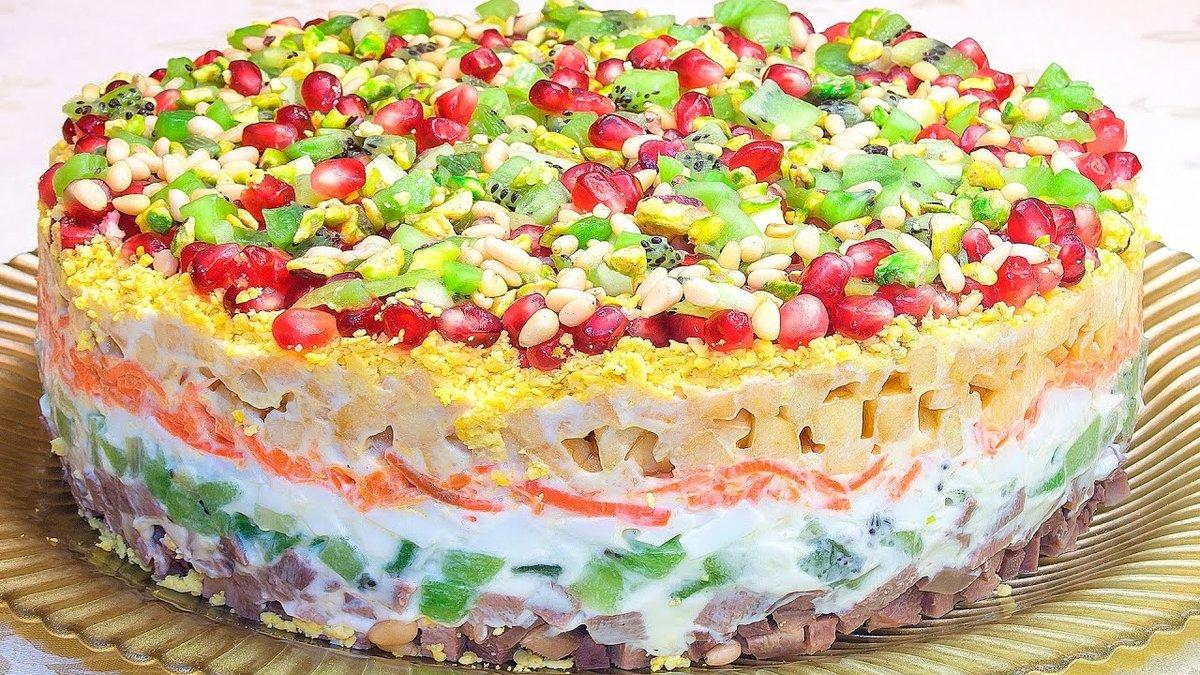 Лучшие рецепты праздничных салатов — в этом разделе сайта.