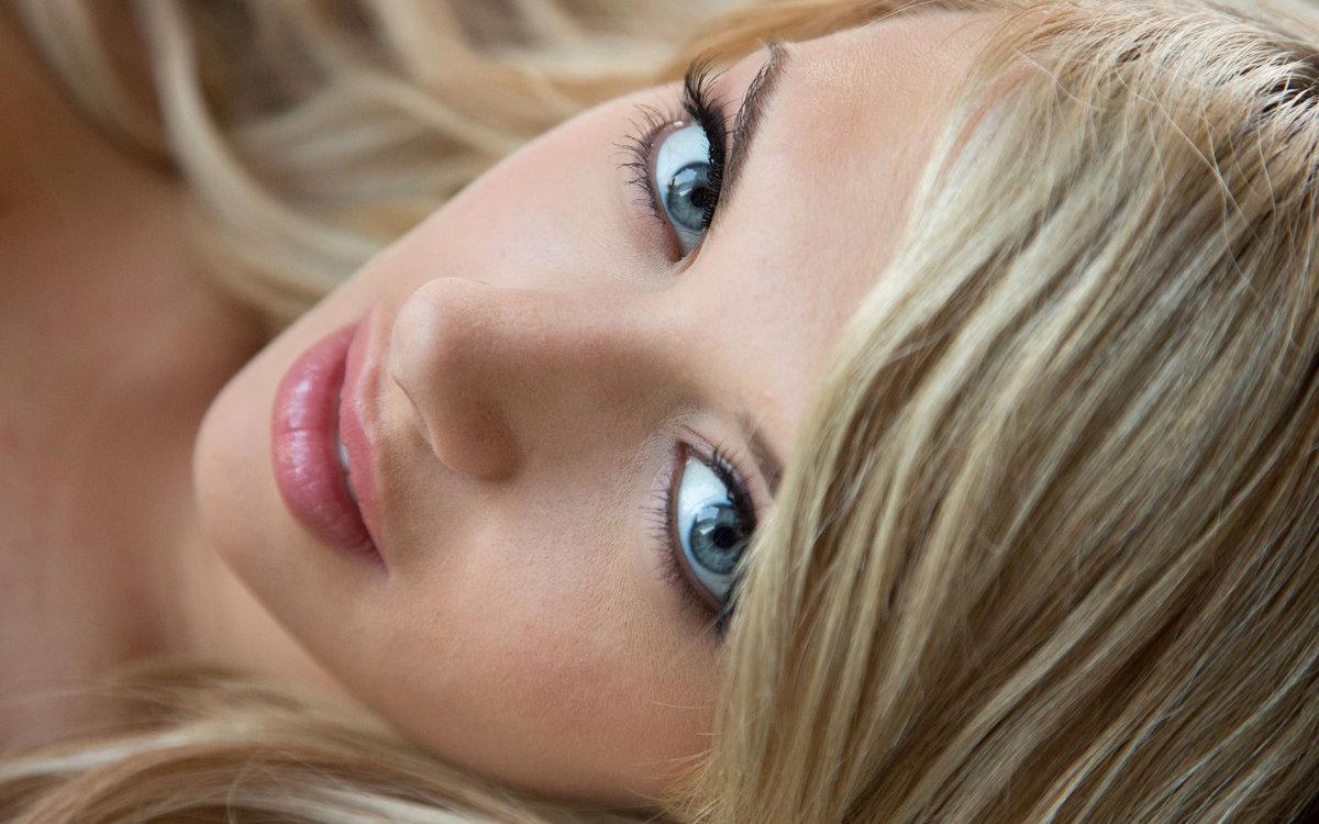 trahatsa-parnem-foto-blondinka-goluboglazaya-lisiy