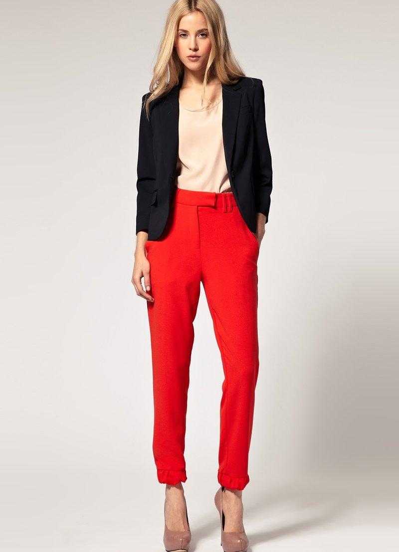 С чем носить красные штаны фото зимой наиболее близка