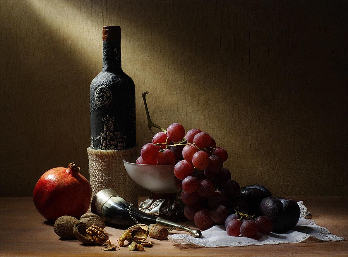 Надписью, открытка с вином и фруктами