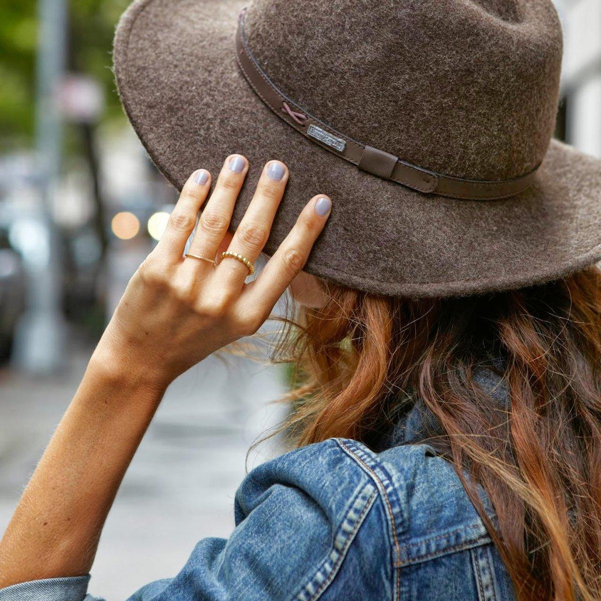 Картинки женщин в шляпах с закрытыми лицами
